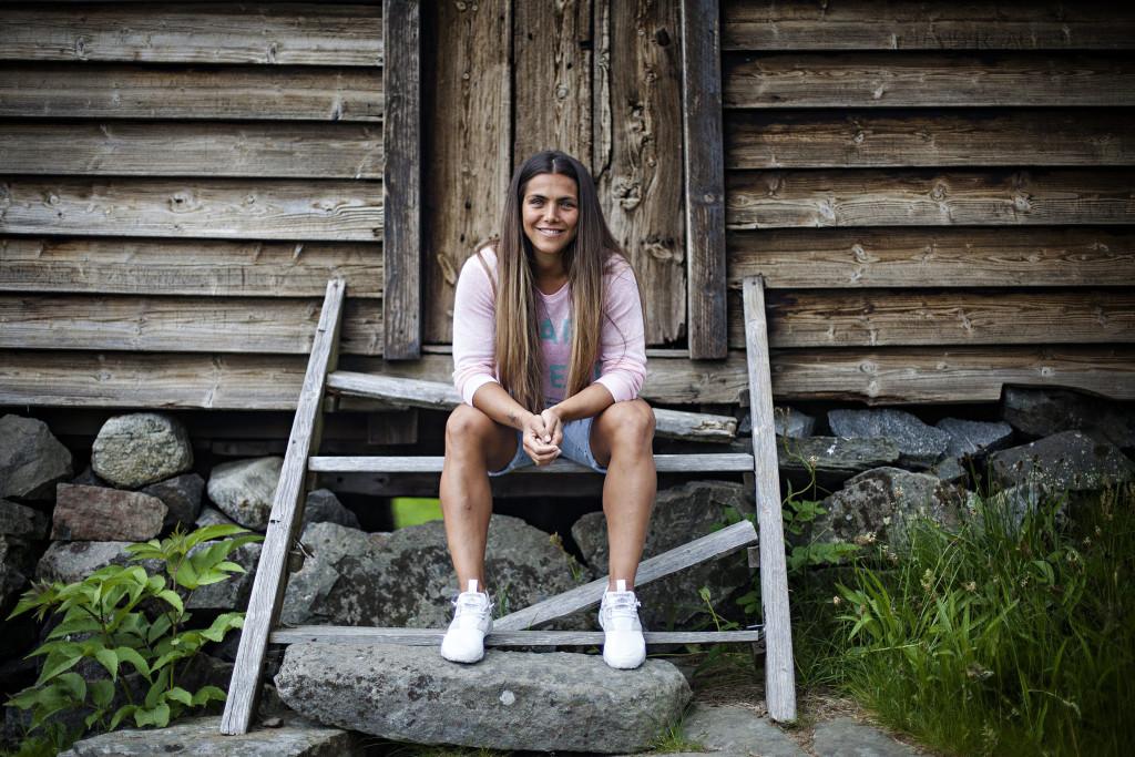 Helgaprat, Jørgine Vasstrand.